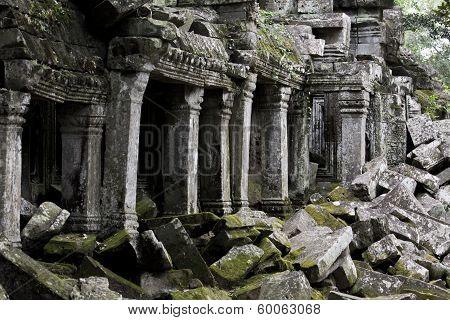 Angkor Thom Columns