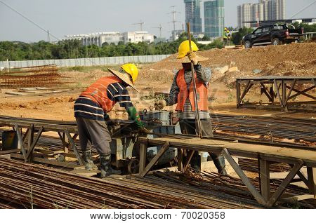 Two bar binder working at binding yard in construction site