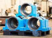 foto of bearings  - Bearing housings on pallet in an industrial environment - JPG
