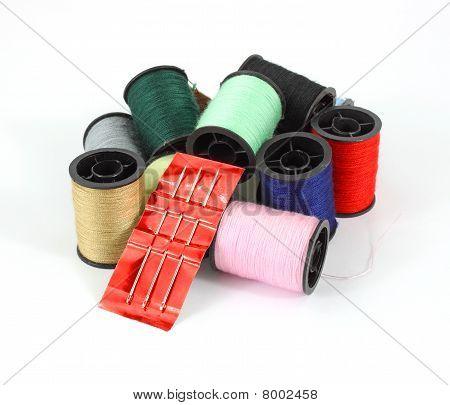 Spulen des Threads mit eine nähnadel