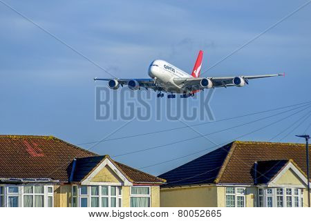 Qantas 380 Airlines Low Approach