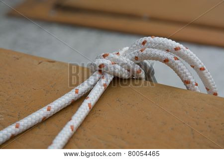 White Boating Knot