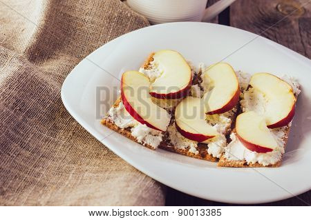 Crisp Bread With Cream Cheese And Apples