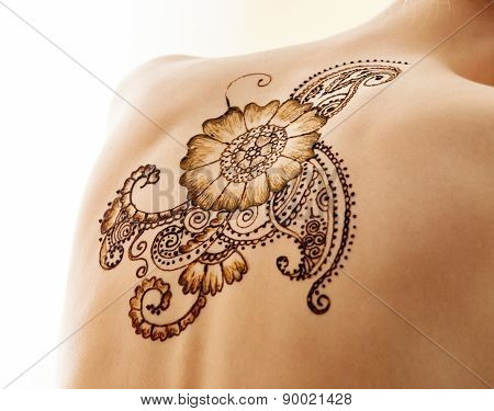 Mehndi. Complex pattern on back of model, close-up