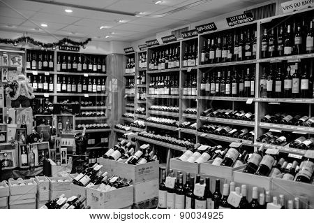 PARIS, FRANCE - DECEMBER 09: Christmas grocery store on December 09, 2008 in Paris, France. French wine is produced all throughout France, in quantities between 50 and 60 million hectolitres per year