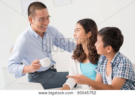 Family at the laptop