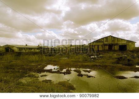 Retro farm in the collapse
