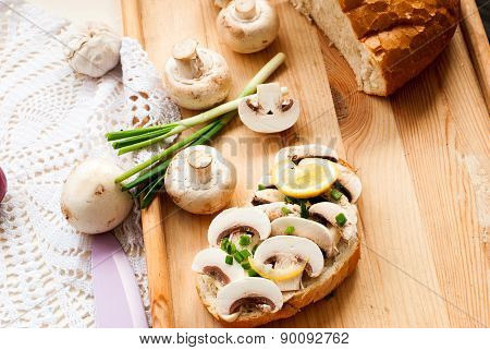 Sandwich With Mushrooms And Green Onions