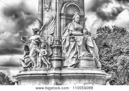 Victoria Memorial At Buckingham Palace, London