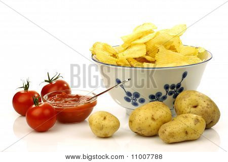 decorated bowl with fresh potato chips and dip sauce