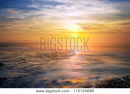 Sunset iat Tanah Lot Bali Indonesia