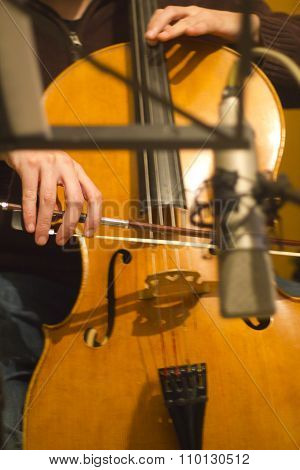 Recording and playing a violoncello