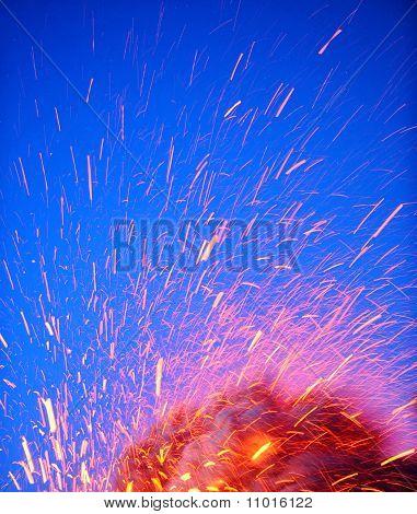 Eyjafjallajokull volcano iceland erupting