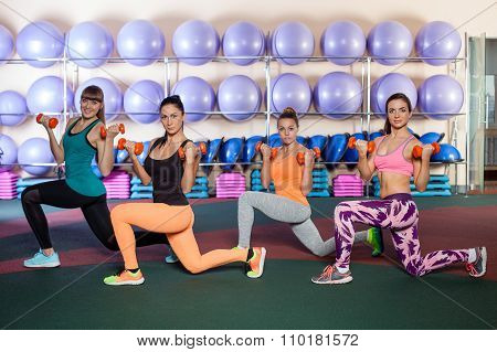 women doing a leg exercise in aerobics class