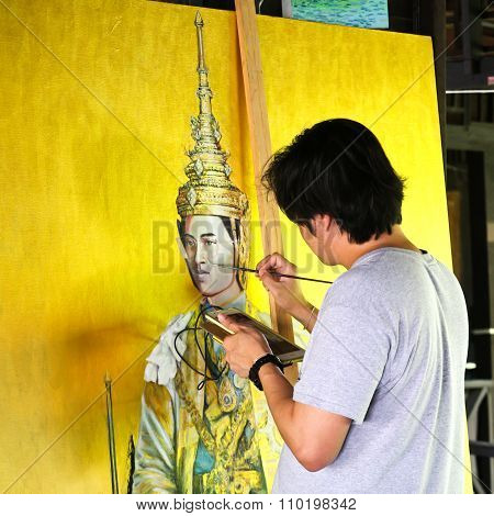 Bangkok - November 30:an Artist During Drawing And Painting The King Of Thailand At Klong Bang Luang
