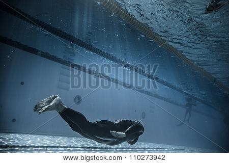 Dynamic Without Fins (dnf) Performance From Underwater