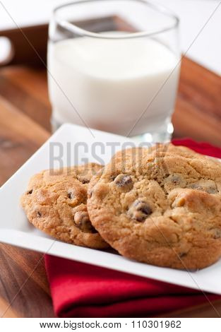 Walnut And Chocolate Chip Cookies