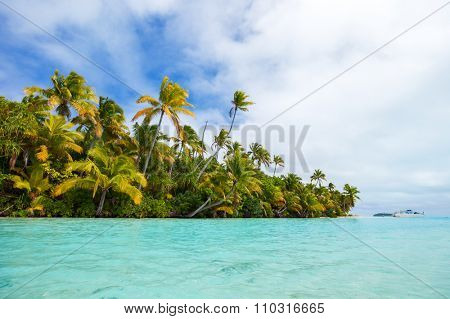 Stunning tropical island with palm trees, white sand and turquoise ocean water at Cook Islands, South Pacific