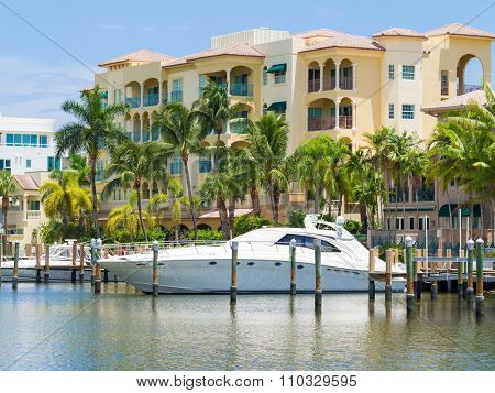 Yacht and luxurious waterfront home at Fort Lauderdale in Florida