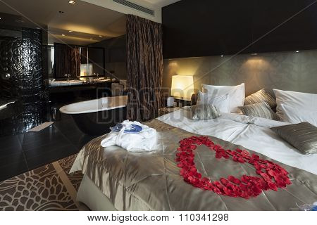 Rose Petals Hart Shape In Honeymoon Suite