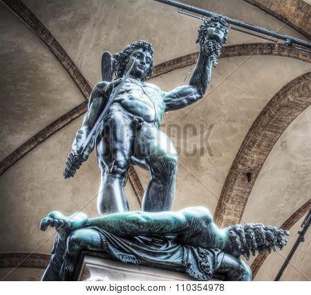 Perseo Holding Medusa Head Statue