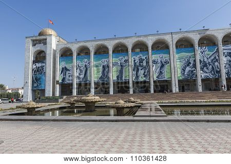 Bishkek, Kyrgyzstan - September 27, 2015: Ala-too Square. Bishkek Formerly Frunze, Is The Capital An