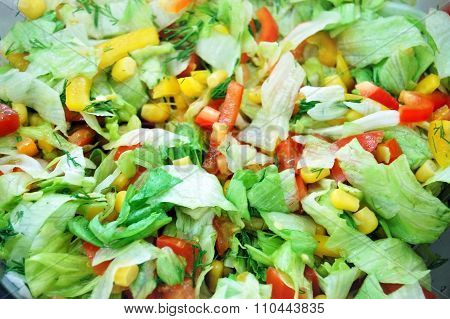 Salad of lettuce, corn, peppers and tomatoes