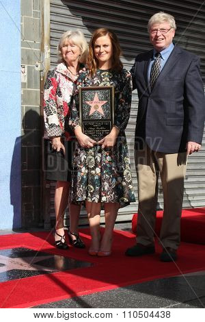 LOS ANGELES - DEC 3:  Eileen Poehler, Amy Poehler, William Poehler at the Amy Poheler Hollywood Walk of Fame Ceremony at the Hollywood Blvf on December 3, 2015 in Los Angeles, CA