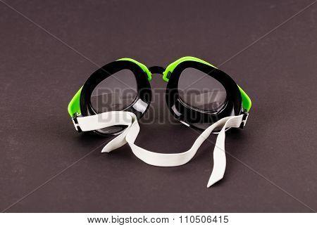 Plastic green goggles for swimming.