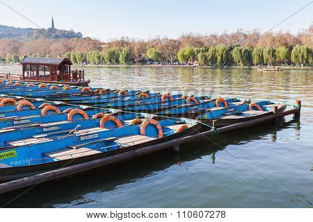 Traditional Blue Chinese Wooden Recreation Boats