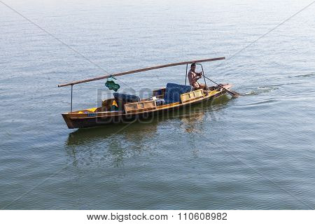 Chinese Wooden Recreation Boat With Boatman