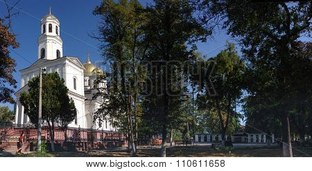 Simferopol, Ukraine - Sept 28, 2015: Central Square With Orthodox Temple Of Aleksander Nevsky And Wo