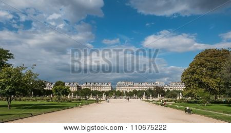 Classic French Architecture Along Rue Rivoli As Seen From The Tuileries