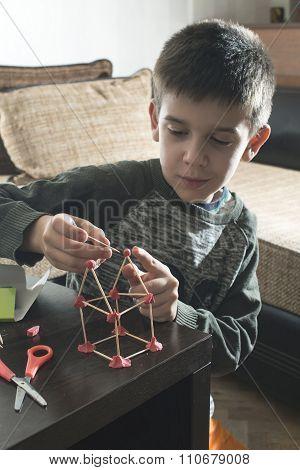 Child Make House