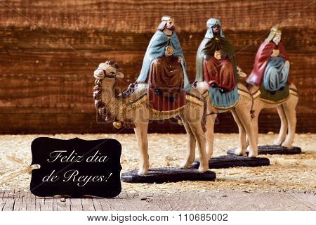 a black label with the text feliz dia de reyes, happy epiphany in spanish, and the three kings on their camels