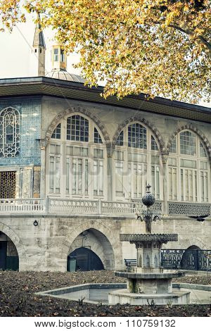 Baghdad Kiosk and fountain at Fourth Courtyard of Topkapi Palace, Istanbul, Turkey