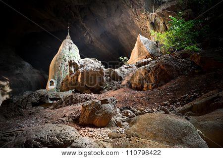 Buddhist Pagoda At Sadan Sin Min Cave. Hpa-an, Myanmar (burma)