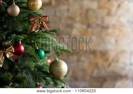Decorated Christmas tree with various gifts