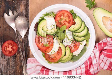 avocado,tomato and mozzarella salad