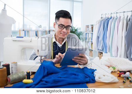Dressmaker with tablet