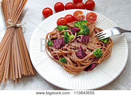 whole grain spaghetti, fresh broccoli, beetroot and sunflower seeds