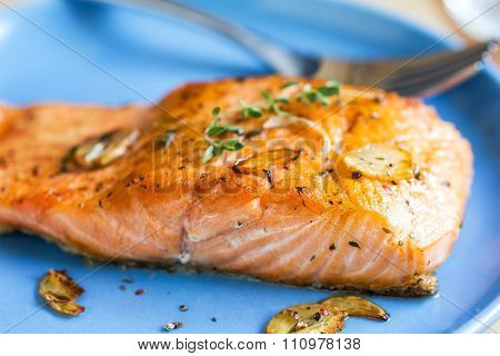 Grilled Salmon With Garlic And Herb