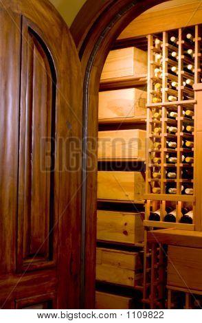 Mahagoni Tür und Weinkeller