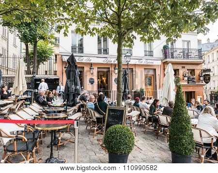 Patrons Relax At Outside Patio Of Montmartre Bar And Restaurant, Paris