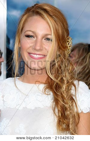 LOS ANGELES - JUN 15: Blake Lively arriving at the Green Lantern Premiere at Grauman's Chinese Theater on June 15, 2011 in Los Angeles, CA