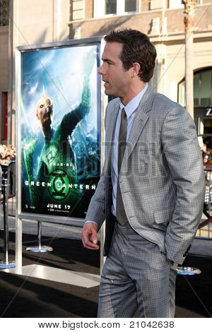 LOS ANGELES - JUN 15: Ryan Reynolds arriving at the Green Lantern Premiere at Grauman's Chinese Theater on June 15, 2011 in Los Angeles, CA