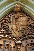 pic of armorial-bearings  - Door carving with wooden medieval knight coat - JPG