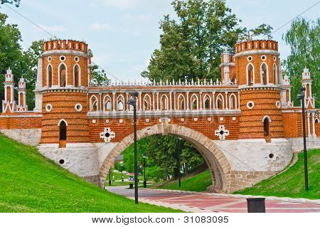 Tsaritsino palace. Bridge.