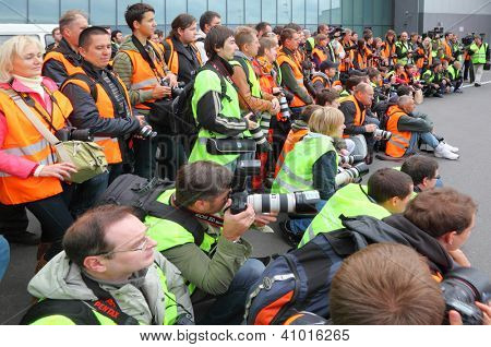 MOSCOW - SEPTEMBER 22: Participants of traditional spotting for professional and amateur aviation photographers in Sheremetyevo on September 22, 2011 in Moscow, Russia.