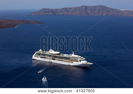 Cruise Ship, Fira, Santorini.